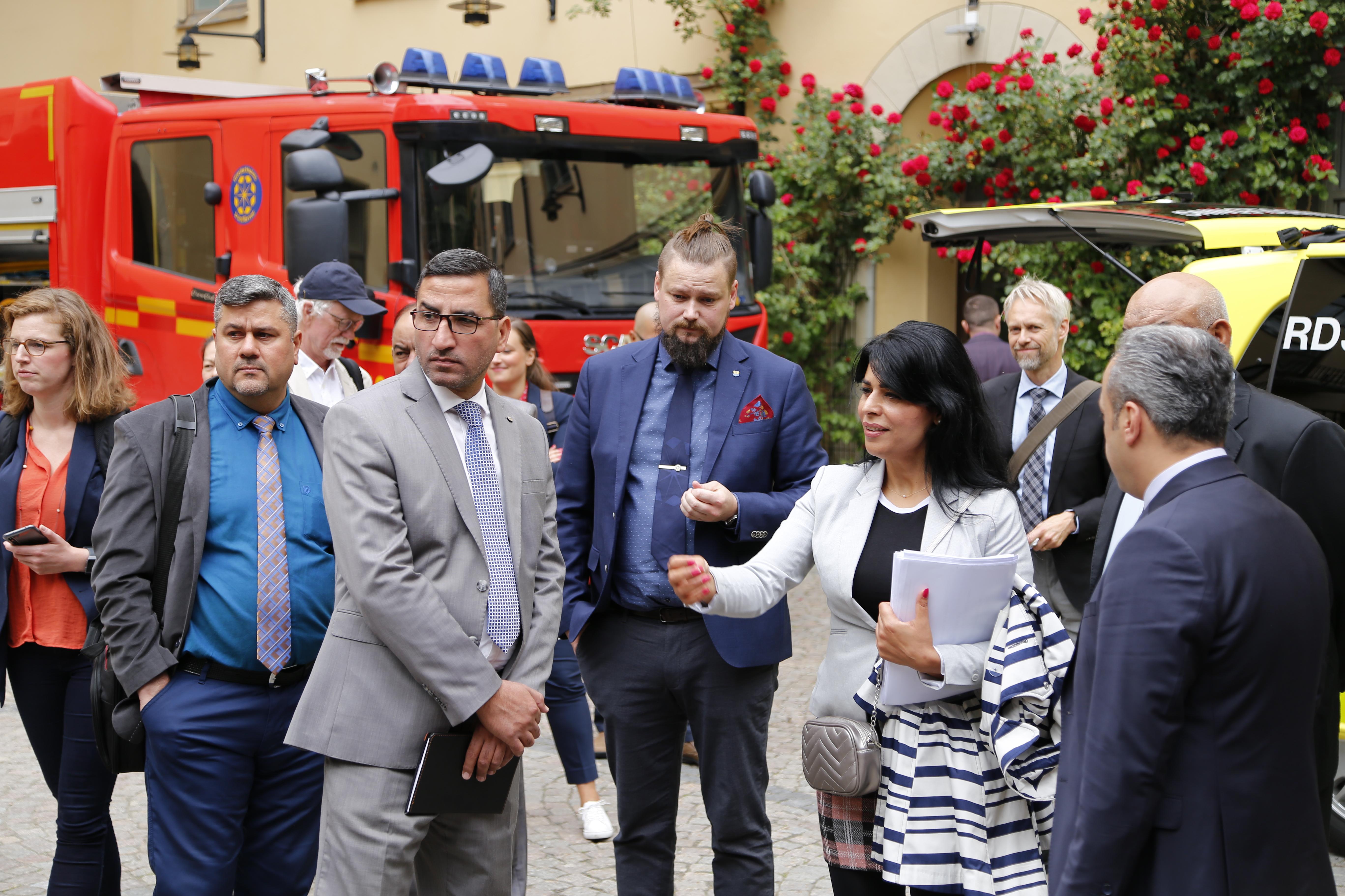 Bild från Irak-arbetet: MSBs irakiska systermyndighet JCMC och det irakiska civilförsvaret på besök hos Storstockholms Brandförsvar för erfarenhetsutbyte tillsammans med MSB, juni 2019.